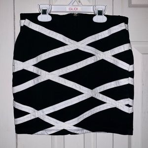 Forever 21 ZigZag Pencil Mini Skirt Black/White